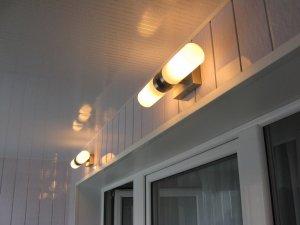 Монтаж светильников на балкон и лоджию в Томске